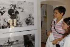 ispred-fotografije-bosanskih-ranjenika
