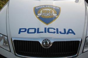 Policija - automobil